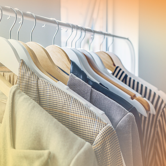 smart-clothes-on-rack